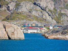 Aappilattoq, MS Astor 2006 by <b>Sven Leitl</b> ( a Panoramio image )