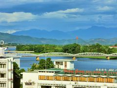 Huong River with TrangTien Bridge by <b>KhoiTran</b> ( a Panoramio image )
