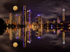 Reflections of Surfers Paradise by <b>Rebecca Capel</b> ( a Panoramio image )