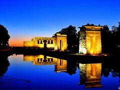 El Templo de Debod por la noche by <b>LeenieforLena</b> ( a Panoramio image )