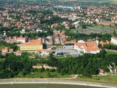 Vukovar, Crkva sv. Filipa i Jakova, Gimnazija (07.07.2006.) by <b>Ivan Molnar</b> ( a Panoramio image )