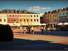 Zamosc - Rynek Wielki w promieniach zachodzacego slonca   by <b>Janusz Kulik</b> ( a Panoramio image )
