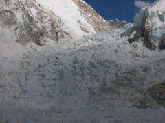 Khumbu Ice fall by <b>tetsuya223</b> ( a Panoramio image )
