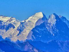 Die stolzen Berner; Eiger, Monch und Jungrau gesehen vom Stanse by <b>Ruedi ?(?o?)</b> ( a Panoramio image )
