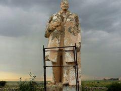 Forgotten Lenin will recover by <b>Batjav Tsanjid</b> ( a Panoramio image )