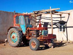Tractor uzbeco by <b>alberana2</b> ( a Panoramio image )