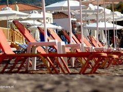 Stoelen op strand Petra Lesbos by <b>Frits Kooijmans</b> ( a Panoramio image )