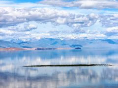 Cycle in Mongolia: Achit, lake and mountain by <b>jlguo</b> ( a Panoramio image )