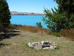 Campsite on Motuariki Island by <b>NZ Frenzy Guidebook..www.NzFrenzy.com</b> ( a Panoramio image )