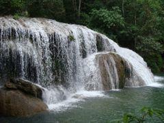 Cachoeira no Rio formoso junto a Parque das Cachoeiras em Bonito by <b>Paulo Yuji Takarada</b> ( a Panoramio image )