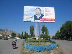 Kurmanbek Bakiev  polling banner by <b>Sergey Ilyukhin</b> ( a Panoramio image )