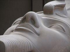 Egitto,Menfi,colosso di Ramses II,particolare by <b>Ale74 Terni</b> ( a Panoramio image )