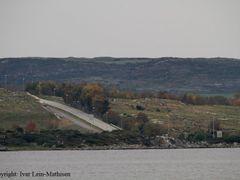 Tunnelmunningen pa Askje f?r den dipper ned under Mastrafjorden by <b>ivarlein</b> ( a Panoramio image )