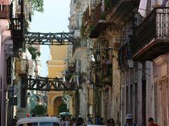 street of la habana by <b>benjaminpersin</b> ( a Panoramio image )