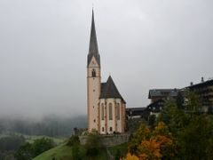 Heiligenblut - A Grossglockner kodbe burkolozott by <b>Tom Portschy</b> ( a Panoramio image )