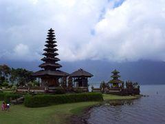 Pura Ulun Danu Bratan, Bali by <b>voyager747</b> ( a Panoramio image )