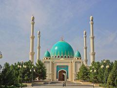 Saparmyrat Haji Mosque, Goekdepe, Turkmenistan by <b>photoA99</b> ( a Panoramio image )